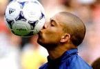 Segunda-feira, dia 14/2/2011: Ronaldo deixa o futebol